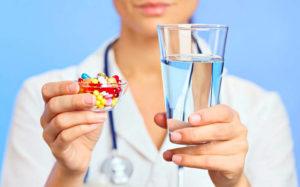 Любые капсулы или таблетки запиваем обильным количеством воды