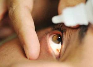 закапывают глаза при кератите