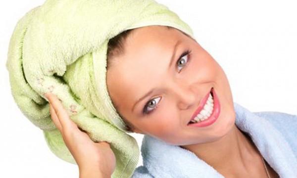 Волосы в полотенце после маски