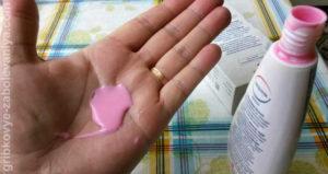 Шампунь Кето плюс имеет розовый цвет и приятный запах