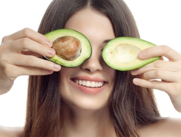 Девушка и авокадо