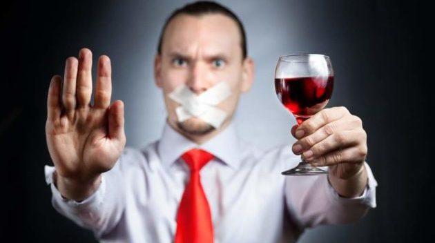 Следует избегать употребления алкогольных напитков