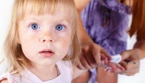 Хотя бы раз в месяц проводите полный осмотр ногтей ребенка и при появлении симптомов обращайтесь к микологу