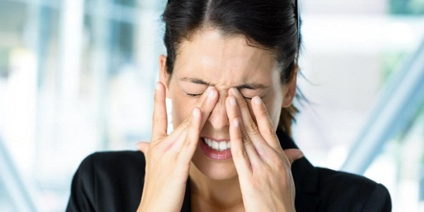Ожоговая травма роговицы глаза: причины, симптомы и лечение