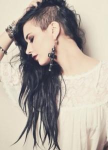 Длинные волосы с выбритым виском