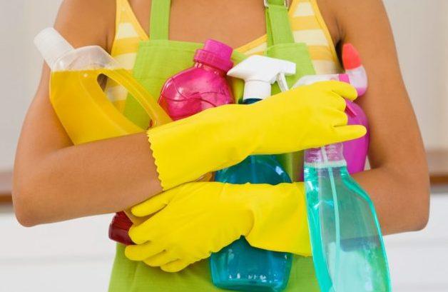 Во время уборки по дому пользоваться резиновыми перчатками