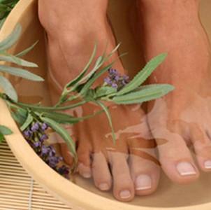 Способы лечения влажных и сухих мозолей между пальцами ног