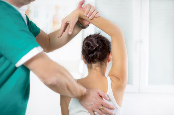 Реабилитационные упражнения для сломанной ключицы - вспомогательный лифтинг