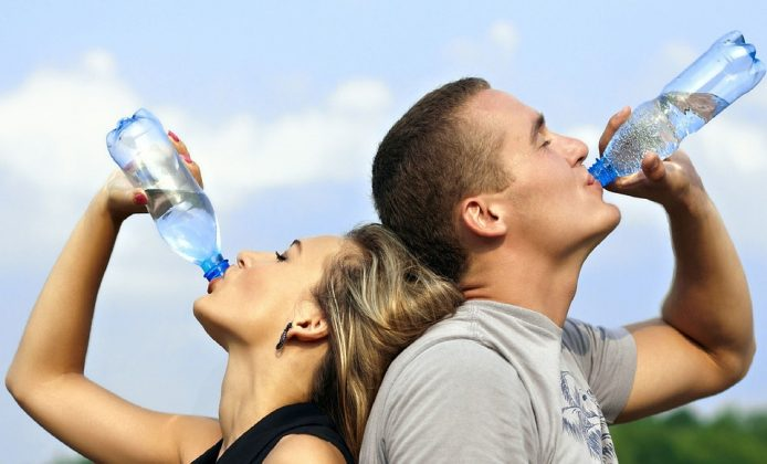 пьют воду